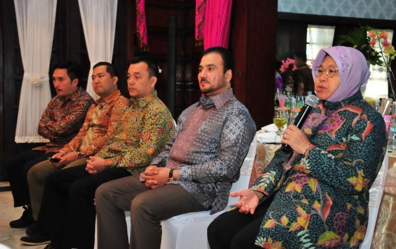 Risma Pastikan Surabaya Kota Layak Investasi Internasional