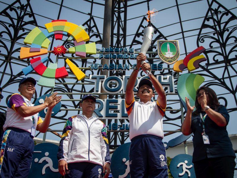 Rudy Bangga Jadi Orang Pertama Menyalakan Obor Asian Games