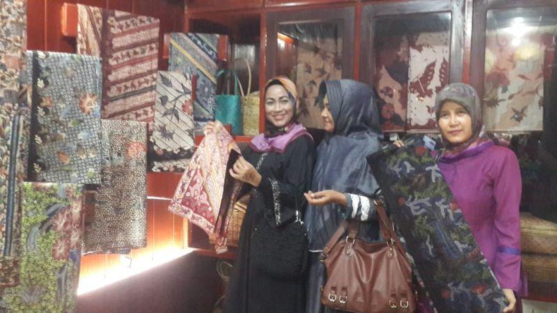Kembangkan Batik, Idza Kunjungi Kampung Batik Bangkalan