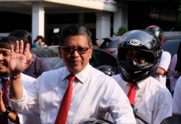 Hasto: KPU Akui Jokowi-Ma'ruf Tercepat Lengkapi Persyaratan