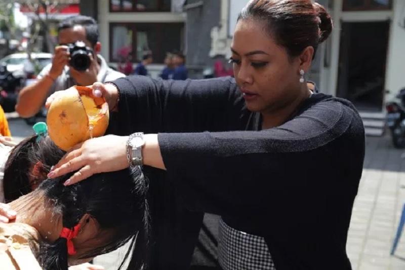 Bupati Eka Turun Tangan 'Membersihkan' Penari Ratu Segara