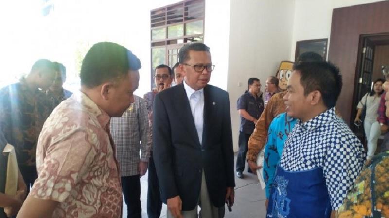 Gubernur Nurdin Segera Bereskan Aduan Honorer K2