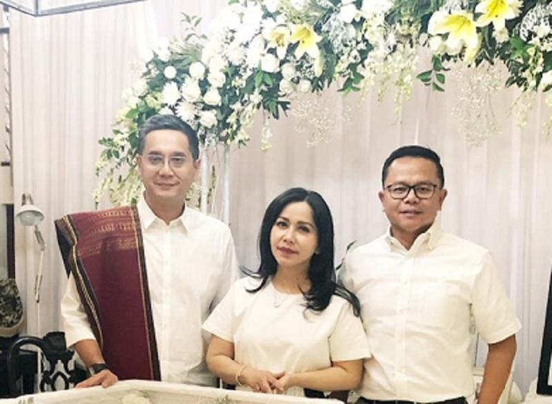 Caleg Iis Sugianto Melayat ke Rumah Duka Istri Panda Nababan