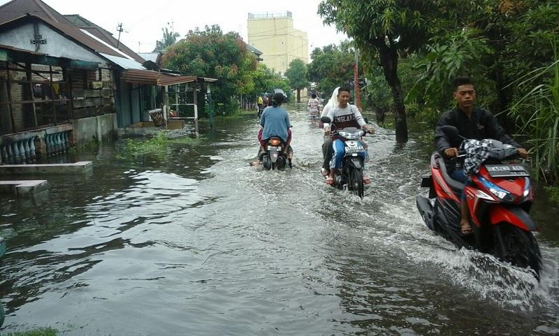 Caleg Dapil II Kota Medan Blusukan ke Lokasi Banjir