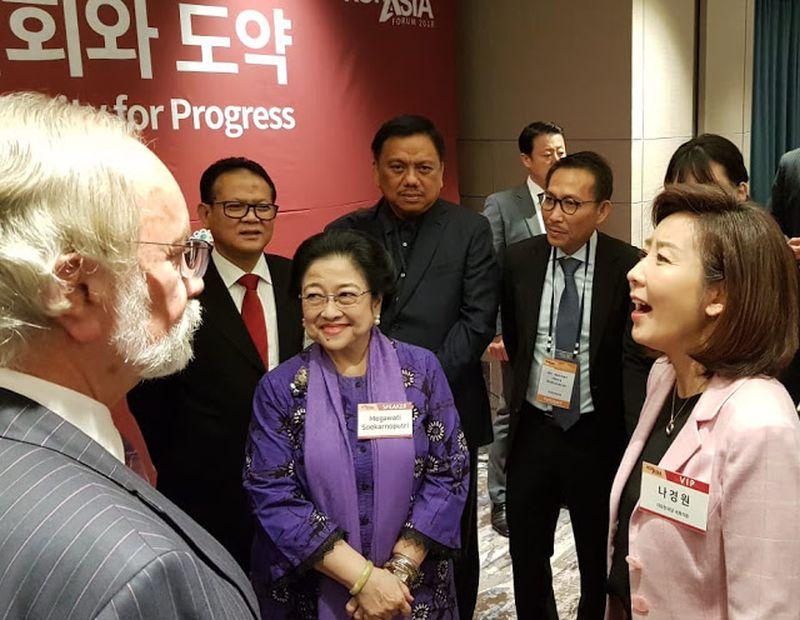Olly Dampingi Megawati Jadi Pembicara di The KOR-ASIA Forum