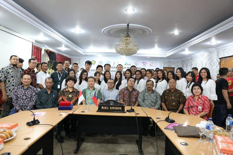 Wagub Kandouw Lepas Calon Mahasiswa ke Taiwan