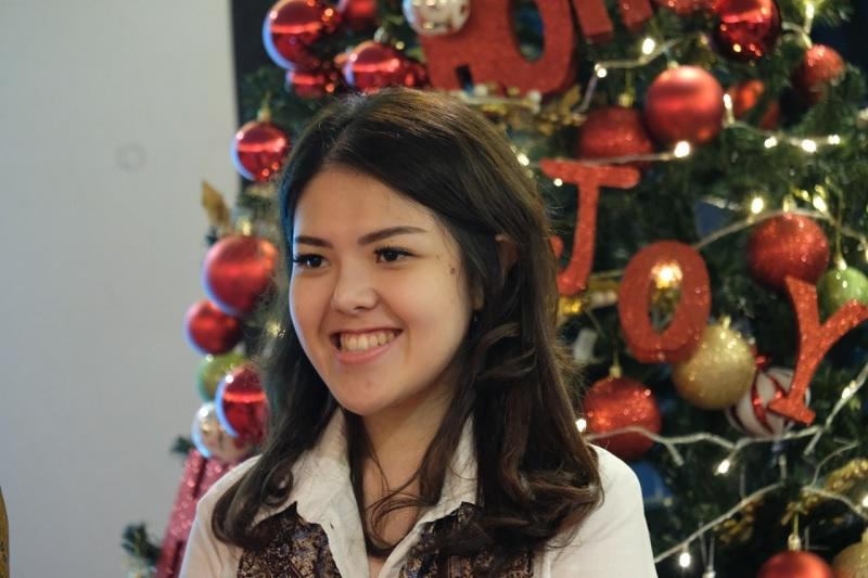 Tina Toon Berbagi Sukacita Natal Bersama Anak Panti Asuhan