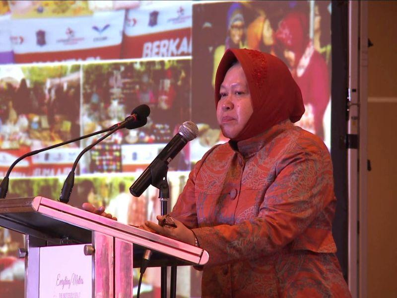 Risma Paparkan Perkembangan Surabaya di Guangzhou Award