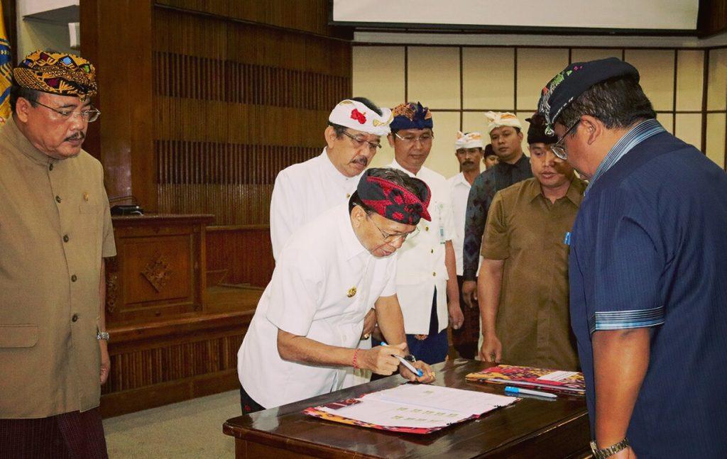 Gubernur dan Kepala Daerah di Bali Tandatangani JKN-KBS