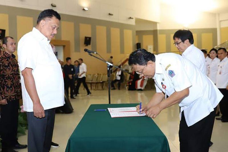 Gubernur Olly Lantik 213 Pejabat Struktural