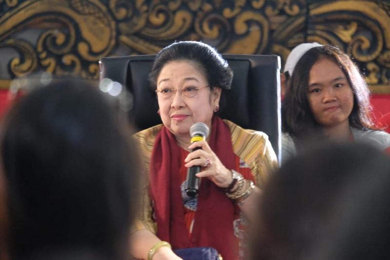 Megawati Pernah Bercita-cita Jadi Perawat dan Pilot