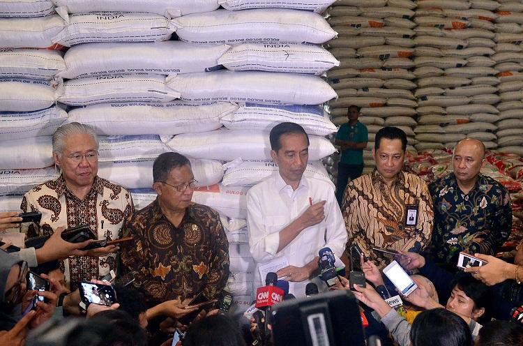 Presiden Joko Widodo Tinjau Stok Beras Bulog