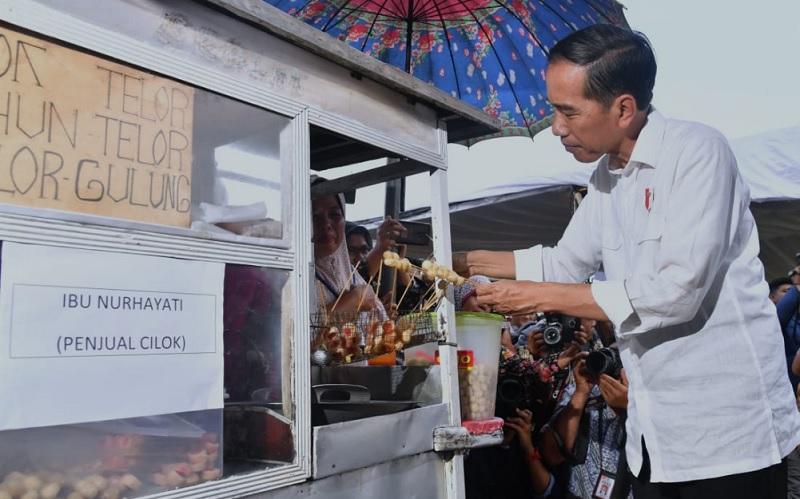 Jokowi Jajan Pempek hingga Cilok Goreng Binaan PNM Mekaar