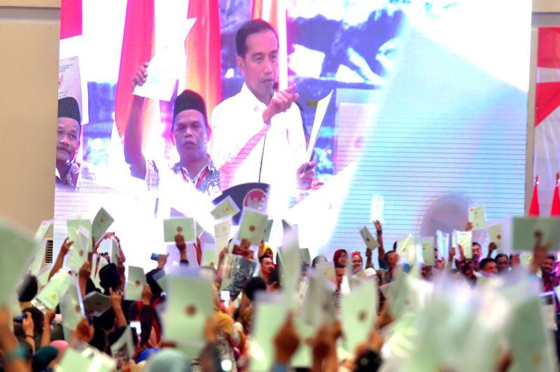 Presiden Bagikan 3.500 Sertifikat di Bekasi