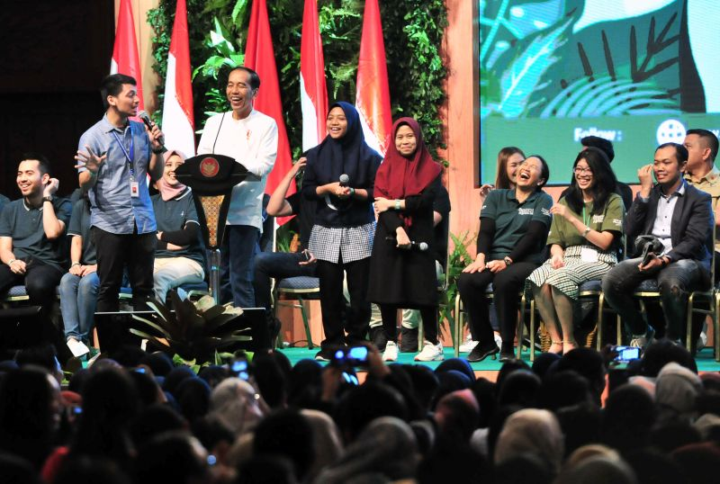 Jokowi Minta Kaum Milenial Tak Banyak Mengeluh & Optimistis