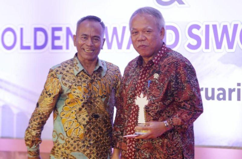 Menteri PUPR Terima Penghargaan Golden Award SIWO PWI Pusat