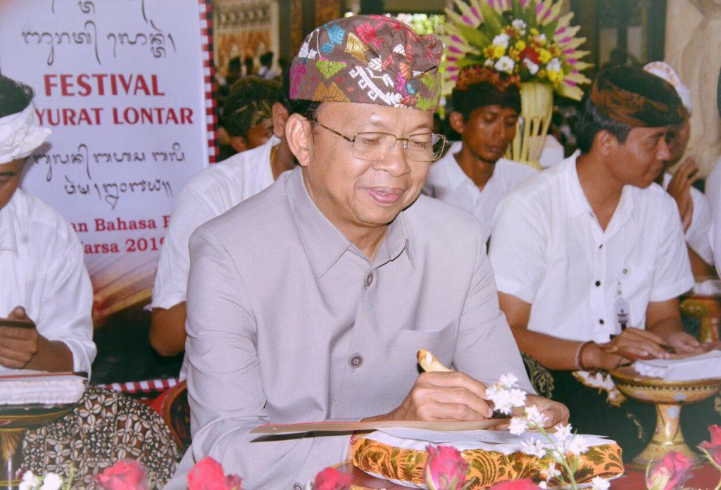 Gubernur Bali Matangkan Ranperda Desa Adat