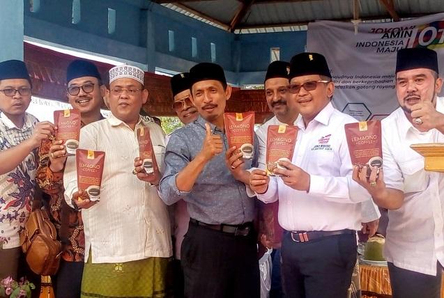 Oleh-Oleh Kopi Dari Aceh Selatan Untuk KH Ma'ruf Amin