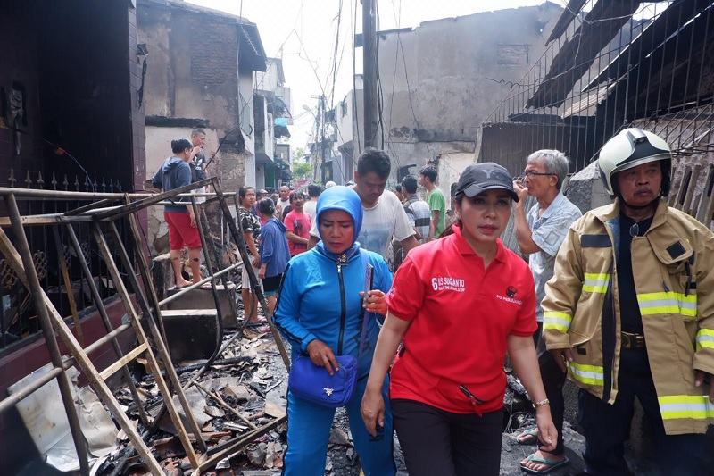 Iis Sugianto Tinjau Langsung Korban Kebakaran di Krukut