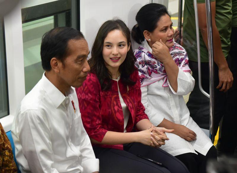 Jajal MRT, Jokowi Nge-Vlog Bareng Chelsea Islan