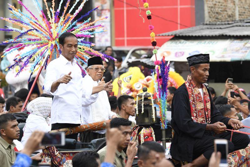 Tak Kenal Lelah, Jokowi Kampanye dari Karawang Hingga Solo