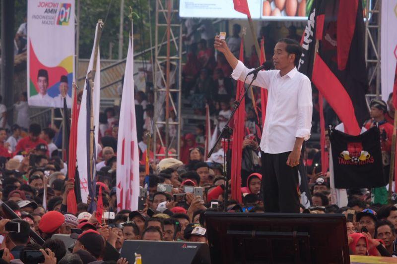 Kampanye di Solo, Jokowi Cerita Jejak Rekam di Pemerintahan