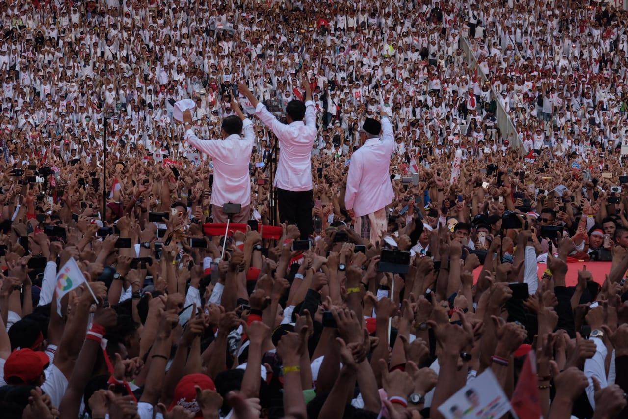 Jokowi-Kiai Ma'ruf Wakafkan Diri untuk Indonesia