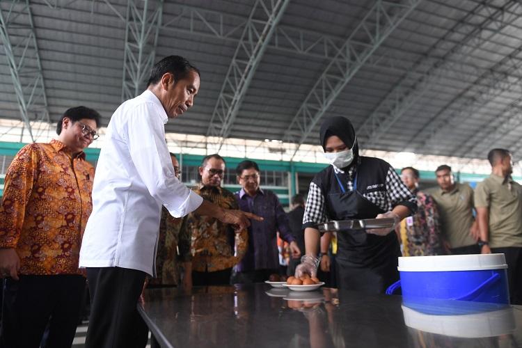 Jelang 'May Day', Presiden Jokowi Temui Buruh di Tangerang