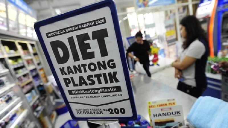 Anies Diminta Percepat Pengesahan Pergub Plastik