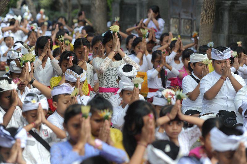 Pemkab Badung Gelar Persembahyangan Saraswati dengan Pelajar