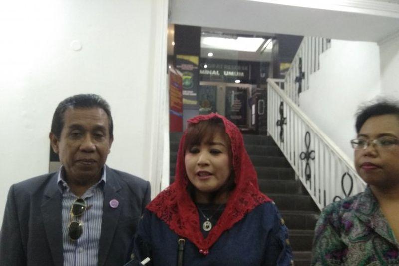 Dewi Tanjung Laporkan Amien Rais Soal
