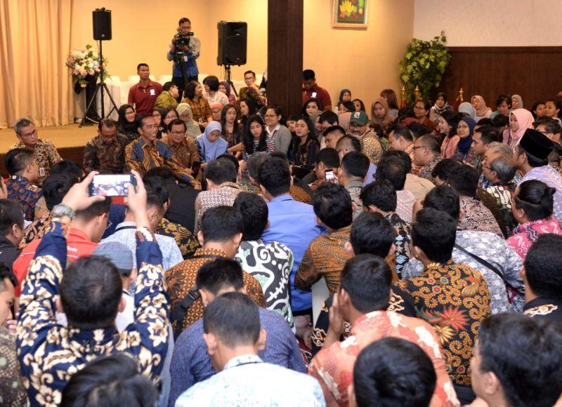 Sambil Buka Bersama, Jokowi Dengarkan Curhat Wartawan Istana