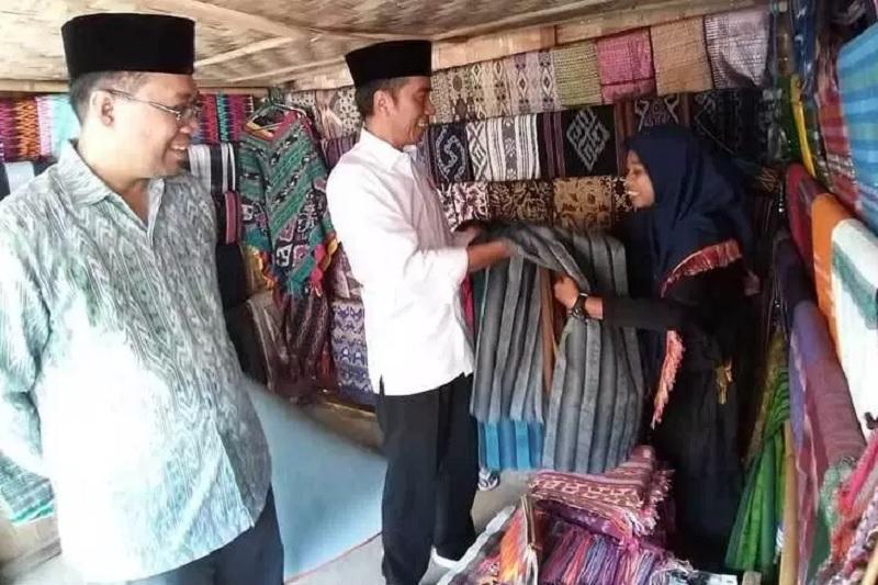 Presiden Jokowi Kepincut Kain Tenun Lombok