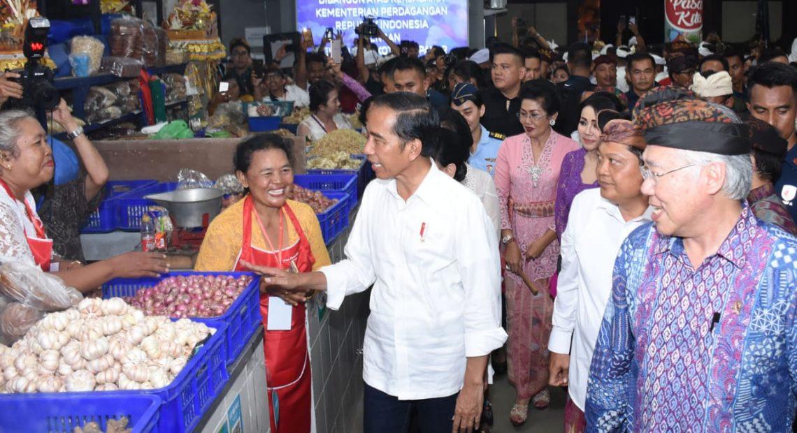 Blusukan di Pasar, Presiden Belanja Santapan Buka Puasa