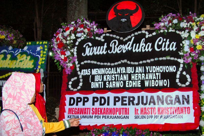 Megawati Kirim Bunga Duka Cita untuk Ani Yudhoyono