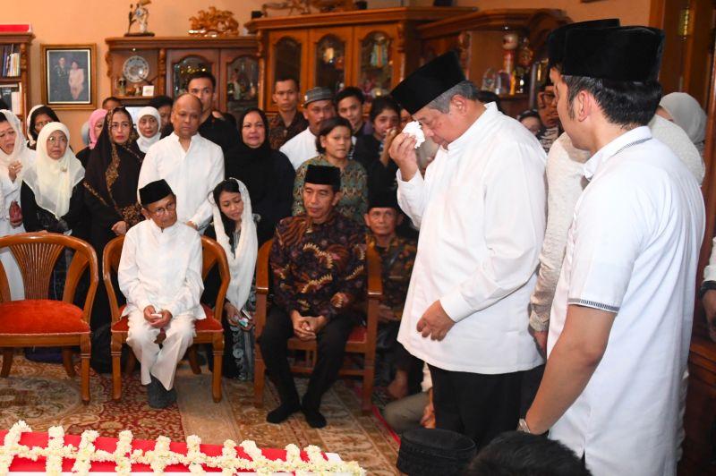 Presiden Jokowi Takziah ke Kediaman SBY