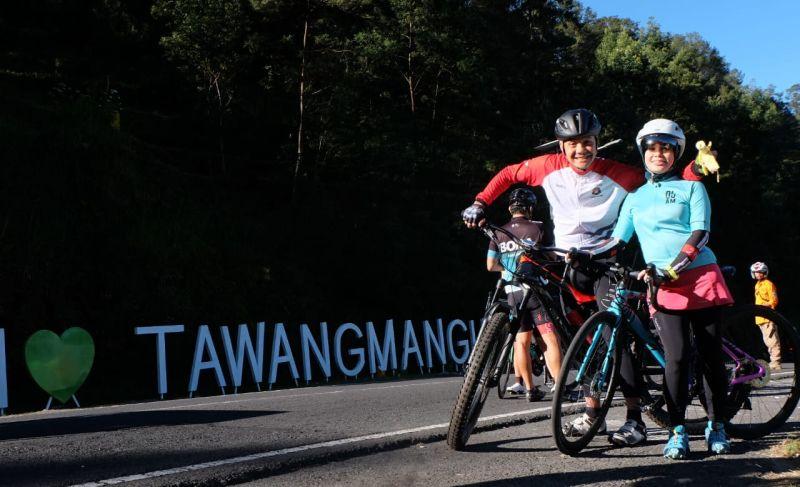 Sambil Gowes Ganjar Pamerkan Objek Wisata Tawangmangu