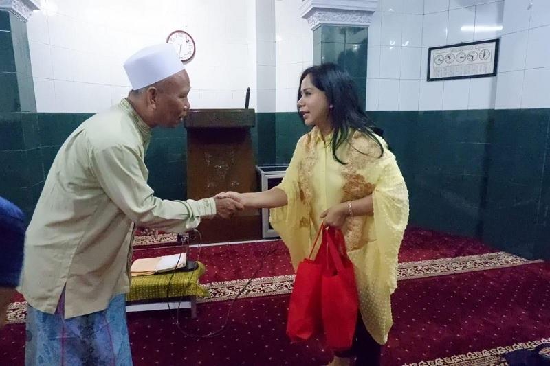 Iis Komitmen Bantu Warga & Tetap Setia Sebagai Kader Banteng