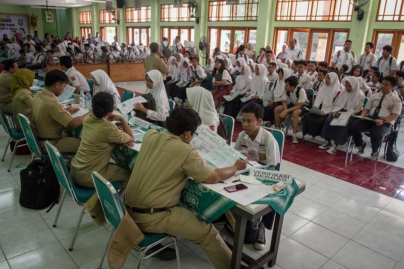 Koster Harapkan Tidak Ada Keruwetan PPDB Tingkat SMA/SMK