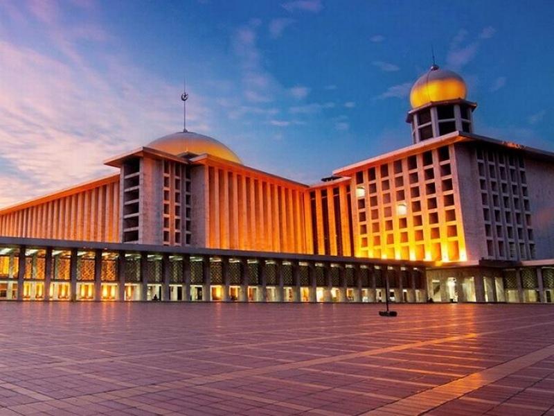 Masjid Istiqlal, Persembahan Bung Karno Bagi Dunia Islam