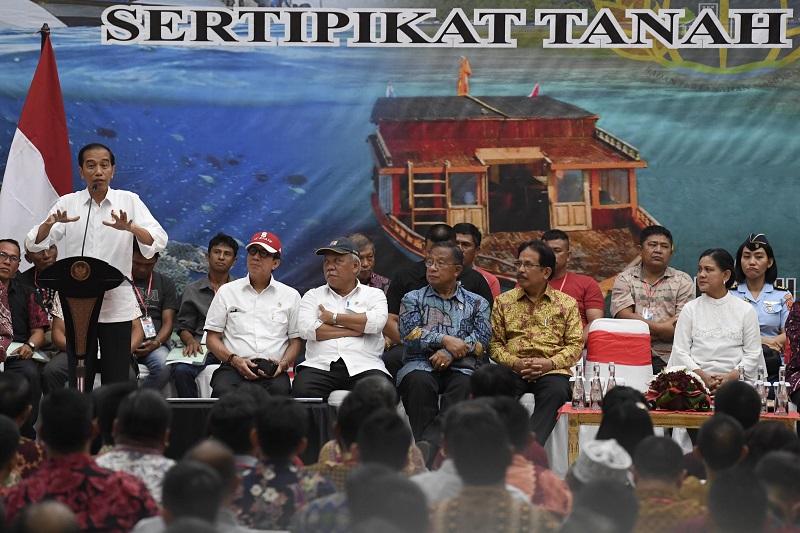 Presiden Bagikan 2.000 Sertifikat Tanah di Manado