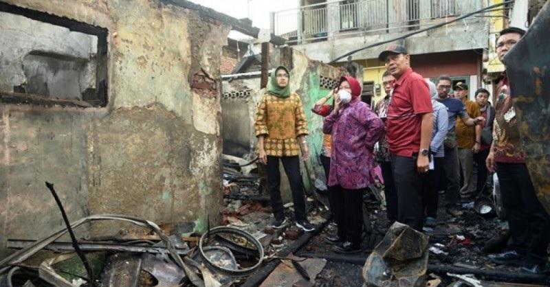 Risma Janji Beri Bantuan Bagi Korban Kebakaran Margorukun