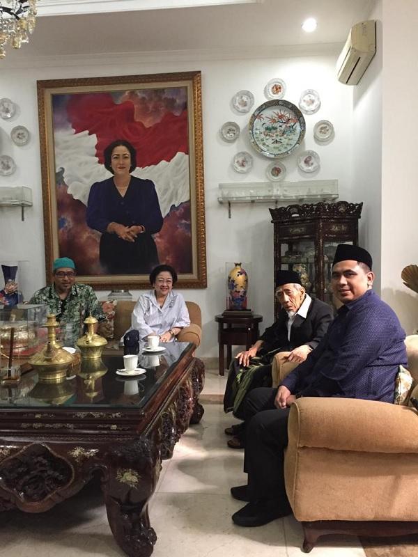Temui Megawati, Mbah Moen Pamit Hendak Naik Haji