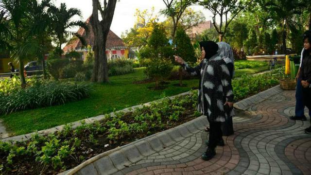 Risma Inginkan Taman Ngagel Didominasi Tanaman Bunga