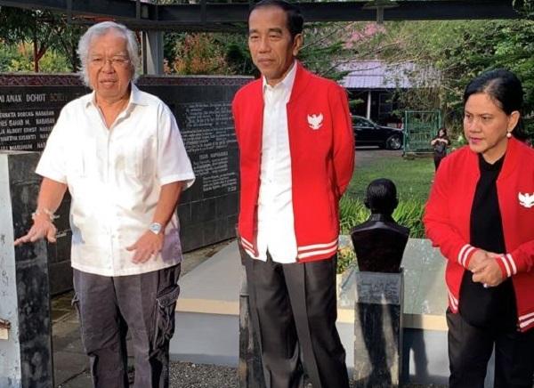 Di Pusara Ibunda, Putra Sampaikan Gelar Batak untuk Jokowi