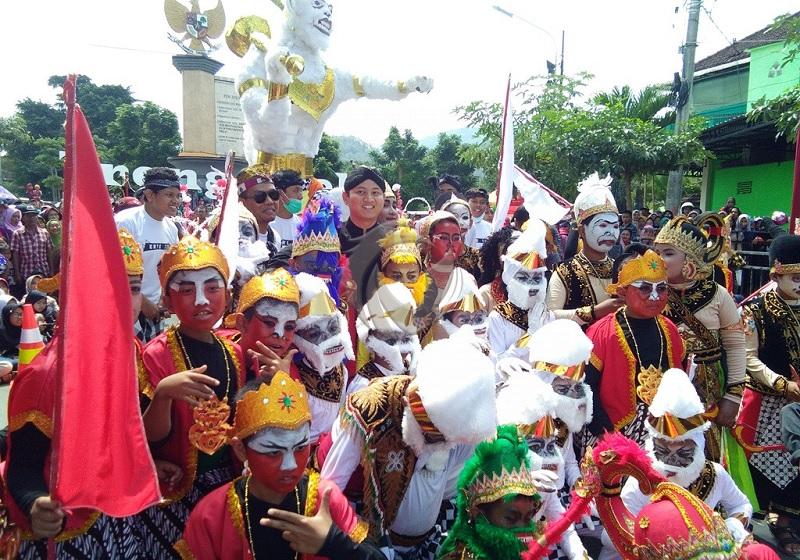 Sambut HUT-RI, Trenggalek Tampilkan 'Headmic' Karnaval