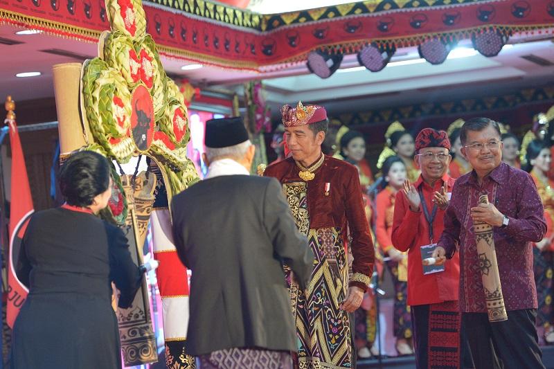 Presiden Jokowi Angkat Topi Kepemimpinan Megawati