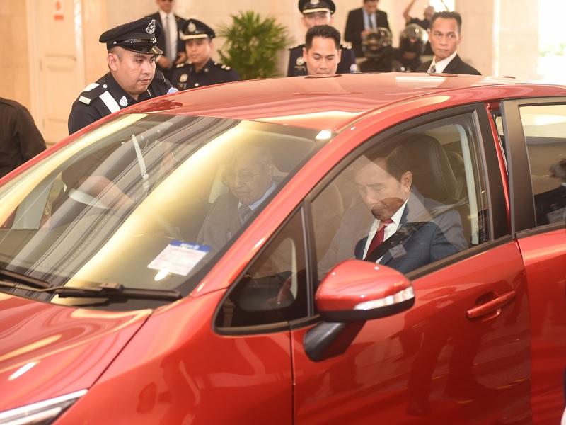 Mahathir Sopiri Jokowi Saat Santap Siang & Salat Jumat