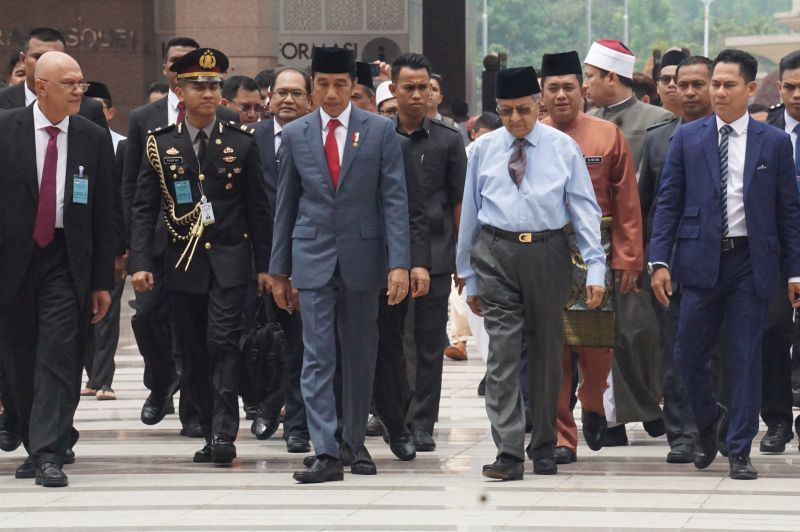 Jokowi-Mahathir Bersatu Hadapi Diskriminasi Sawit Uni Eropa