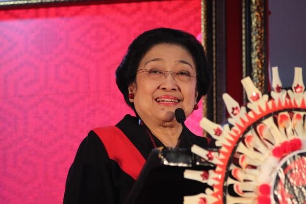 Senyum Megawati yang Tak Pernah Luntur Sepanjang Kongres V